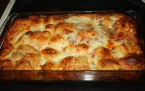 1 can (15 ounces) Hunt's® Family Favorites Tomato Sauce for Pizza 16 large refrigerated buttermilk biscuits 1 cup sliced green onions 1 cup chopped green bell pepper 2 cups shredded mozzarella cheese Preheat oven to 350°F. Pour tomato sauce on bottom of a 13-inch x 9-inch baking dish. Cut each biscuit into 8 wedges; place in sauce. Add onions and peppers and pizza toppings (optional) mix lightly to blend. Bake for 30 minutes. Sprinkle cheese over top; bake 5 minutes longer until cheese is melted. Let stand 5 minutes before serving. For variety, sprinkle with 1 cup of your favorite pizza toppings such as vegetables or chopped cooked meat. Makes: 8 servings